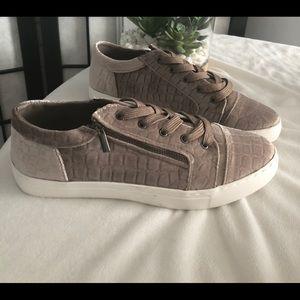 Casual sneaker velvet, color taupe